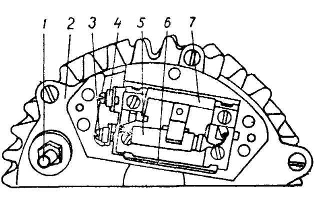 Установка регулятора Я112-Б на генераторе (крышка регулятора снята)